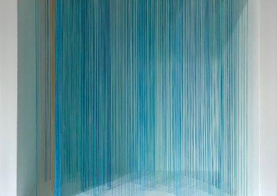 """Vague 1, 2019, fil, bois, peinture acrylique, 10"""" x 10"""" x 7"""""""